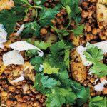 Frisse linzenschotel met aardappels en kikkererwten